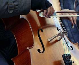 Cello lesson in Abu Dhabi