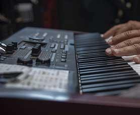 Keyboard lesson in Abu Dhabi